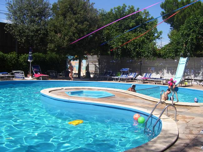 Hotel con piscina rimini rivazzurra hotel trafalgar - Hotel rivazzurra con piscina ...